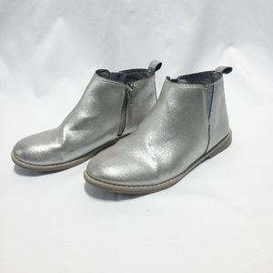 ✨3/$25✨Metallic Silver Flat Ankle Boots - Size 4